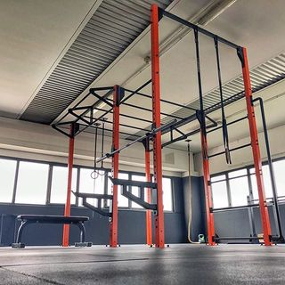 🇮🇹 Potrebbe sembrare una palestra commerciale, in realtà si tratta di una Home Gym Lacertosus®️creata su misura in base ai requisiti del cliente. Powered by Lacertosus®️, since 2007. Made in Italy. 🇺🇸 Another gym? Not quite, this is actually a Home Gym, created especially to fit the requirements of our client. We like to think that we surpassed the expectations💪🏻 #poweredbylacertosus #training #homegym #personalgym #lacertosus #madeinitaly #quality _____________________________________________________ Per Allestimenti e progetti personalizzati : 💻 www.Lacertosus.com 📝 info@lacertosus.com