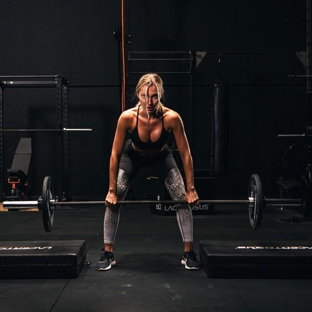 Un bilanciere Elite per Atleti d'Elite!🔝🇬🇧 An Elite Barbell for Elite Athletes!#lacertos #lacertosusequipment #style #passion #quality #palestra #palestraacasa #homegym #garagegym #homeworkout #workout #gym #fitness #fitnessitalia #palestreitaliane #training #crossfit #crosstraining #functionaltraining #bodybuilding #powerlifting #bilanciere #dischi #bumper #barbell #barbellworkouts #powerrack #madeinitaly #gymmotivation #bilancierecarico💻Web: www.Lacertosus.com ✉Preventivi e informazioni: info@lacertosus.com 🚚Trasporti attivi in tutta Italia ed estero ➡️Taggaci nelle tue foto @lacertosus_equipment
